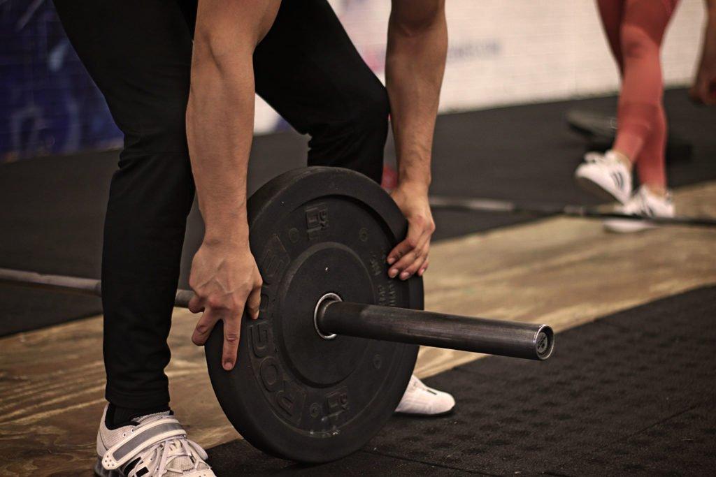 Lifting Fix 1: Naar voren springen tijdens de snatch of clean